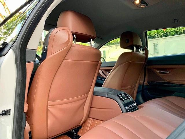Hàng ghế sau trên BMW 6-Series Gran Coupe dành cho 2 người ngồi