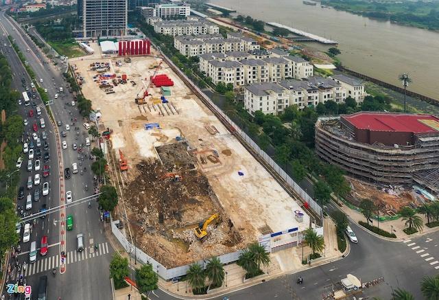 Một dự án tại khu đất vàng Ba Son đang được triển khai trở lại sau một thời gian dài bỏ trống. Ảnh: Chí Hùng.