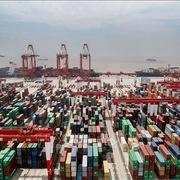 Chi phí vận tải biển tăng vọt do thiếu container ở châu Á