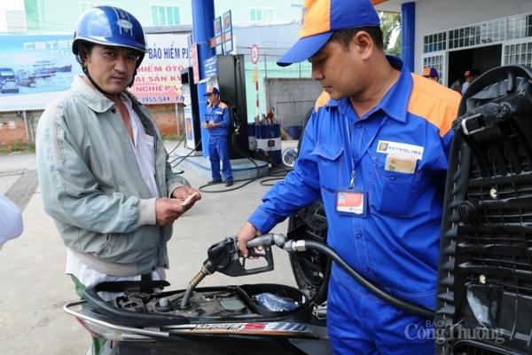 CPI tháng 11 giảm do giá xăng dầu và nước sinh hoạt