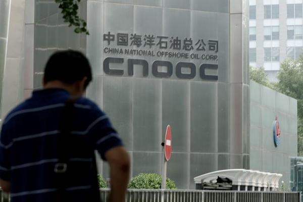 Trump sắp trừng phạt hai công ty hàng đầu Trung Quốc về chip, khai thác dầu