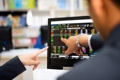 Lãnh đạo ngân hàng mua cổ phiếu trước thềm chuyển sàn, tăng vốn