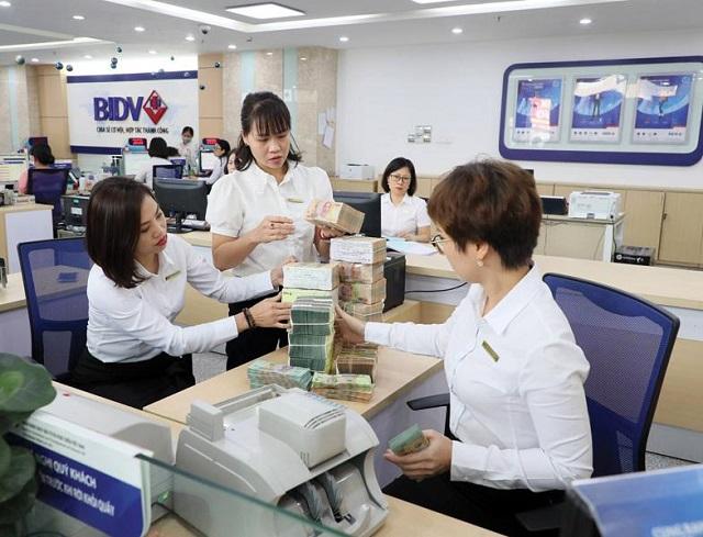 Cùng nhiều ngân hàng khác, BIDV đã tung ra gói cho vay hấp dẫn đối với khách hàng mua nhà, mua xe. Ảnh: Đ.T