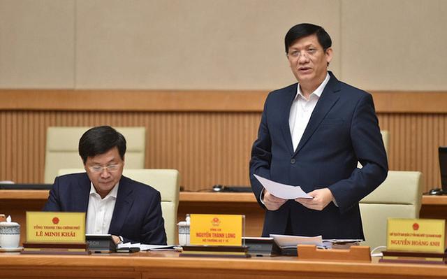 Bộ trưởng Y tế Nguyễn Thanh Long báo cáo tại cuộc họp.