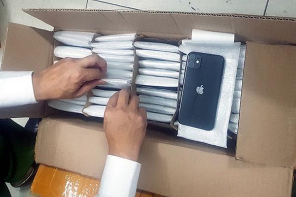 Tạm giữ gần 800 chiếc iPhone không chứng minh được nguồn gốc