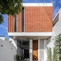 <p> Từ một nhà kho cũ nhỏ trong tiết trời khô nóng quanh năm của TP Phan Thiết, các kiến trúc sư đã cải tạo nó trở thành ngôi nhà thân yêu cho gia đình 4 người.</p>