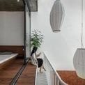 <p> Tầng 2 được thiết kế với nguyên tắc sáng - tối tạo cho gia đình cảm giác ấm cúng khi nghỉ ngơi trong phòng ngủ và tiếp thêm năng lượng vào buổi sáng.</p>