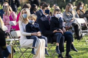 Phong cách thời trang của Ivanka Trump trong Lễ Tạ ơn và Giáng sinh