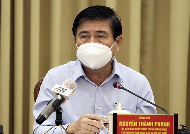 Chủ tịch UBND TP HCM Nguyễn Thành Phong tại cuộc họp chiều nay. Ảnh: Trung tâm báo chí..