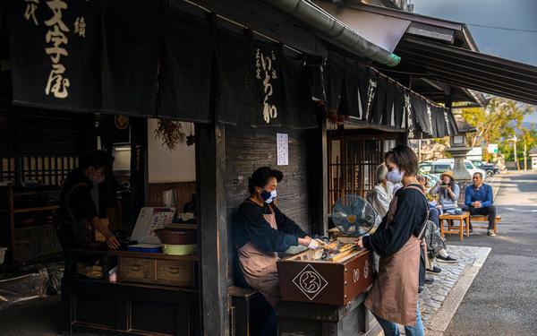 Bí quyết tồn tại của tiệm bánh Nhật Bản: Suốt 1.020 năm chỉ làm một sản phẩm duy nhất và cố gắng làm thật tốt