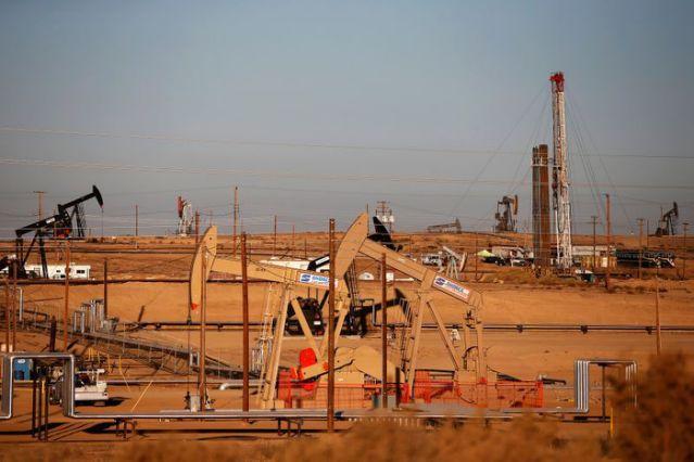 Giá dầu tăng, tiệm cận 50 USD/thùng