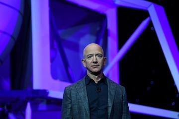 Tỷ phú Jeff Bezos khẳng định sẽ đưa người phụ nữ đầu tiên lên Mặt Trăng
