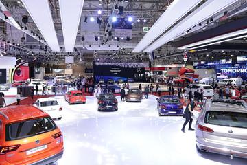 Các hãng xe đua nhau ưu đãi, doanh số ôtô tăng vọt