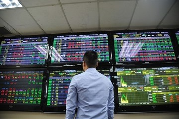 Kéo mạnh cuối phiên, VN-Index tăng hơn 15 điểm