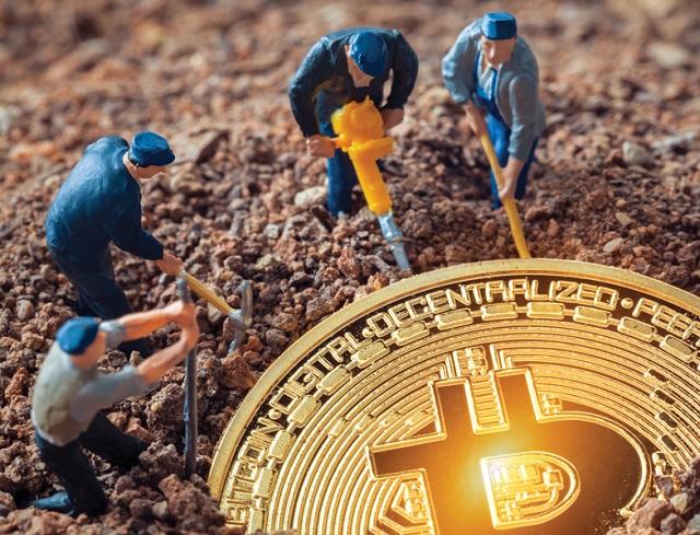 Bitcoin sụt giảm khiến toàn bộ thị trường tiền ảo chao đảo, giá trị vốn hóa bay mất hàng trăm tỷ USD. Ảnh: Shutterstock