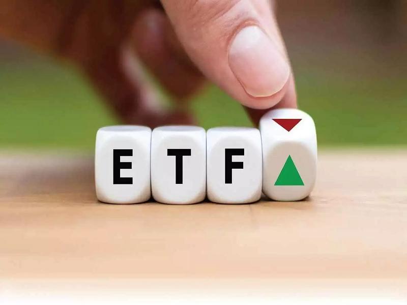 V.N.M ETF không thay đổi rổ cổ phiếu Việt Nam, bán mạnh Hòa Phát