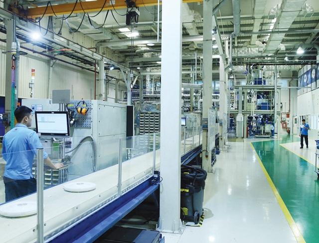 Việt Nam đang có cơ hội rất lớn để gia tăng đầu tư nước ngoài trước xu hướng dịch chuyển vốn đầu tư và đa dạng thị trường đầu tư toàn cầu. Trong ảnh: Nhà máy của ABB tại Việt Nam. Ảnh: Đức Thanh
