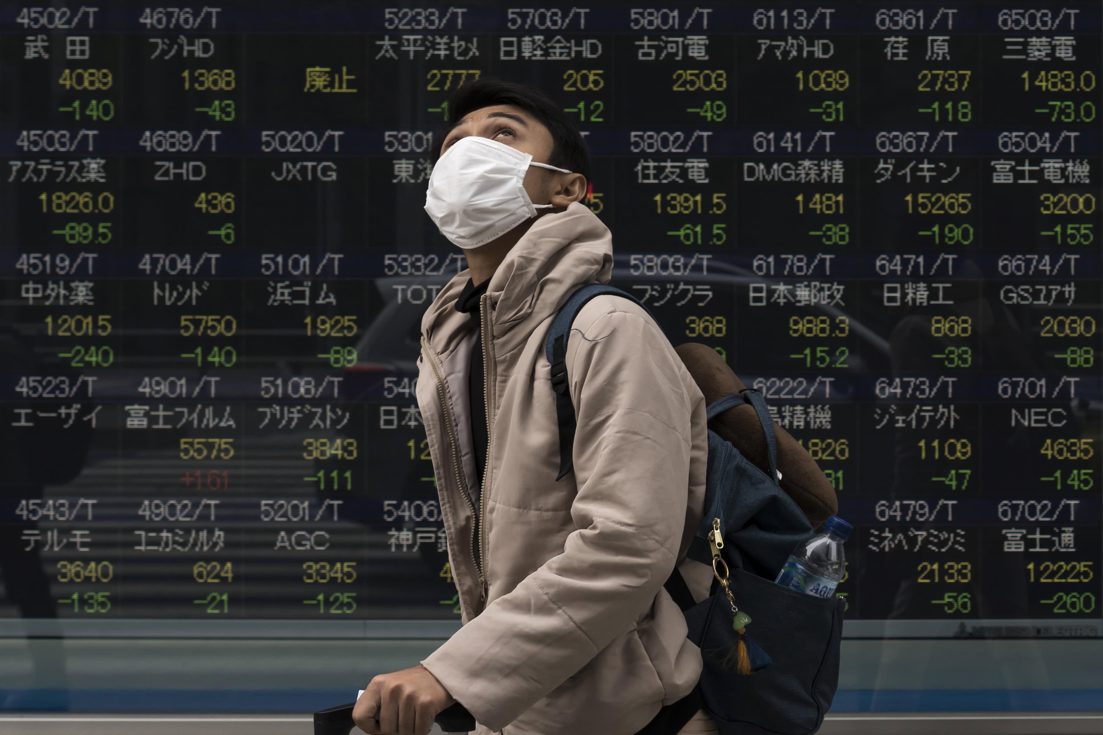 Lo ngại về Covid-19, chứng khoán châu Á giảm