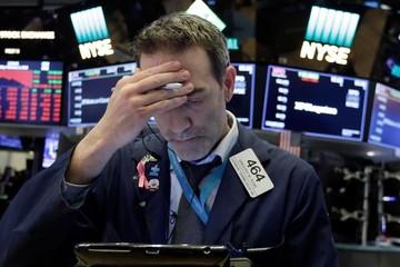 Phố Wall trái chiều, Dow Jones có phiên tệ nhất hai tuần