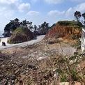 <p> Quanh thị trấn, nhiều điểm đào xới để xây các công trình được thi công tấp nập. Nhiều công trình xé toạc không gian lưng chừng núi và cây rừng.</p>