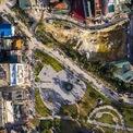 <p> Ngay sát quảng trường Tam Đảo là một khu đất được quây tôn thi công. Phía ngoài, chủ đầu tư quảng cáo một công trình khách sạn với quy mô trên 10 tầng cùng những tiện ích xa xỉ.</p>