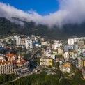 <p> Là một thị trấn nhỏ nằm ở độ cao gần 1.000 m, cách đây gần 100 năm, người Pháp quy hoạch Tam Đảo với trên 140 biệt thự cao từ 1 đến 5 tầng, có đường ôtô từ Vĩnh Yên lên và thường xuyên có hơn 1.000 người sinh sống sôi động vào mùa hè. Tới năm 2019, lượng du khách tới Tam Đảo đạt hơn 400.000 lượt, tăng 22% so với năm trước đó.</p>