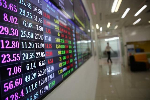 HoSE: Lệnh chậm có thể do giao dịch tăng mạnh phiên 17/12