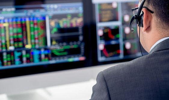 Khối ngoại đẩy mạnh bán ròng gần 780 tỷ đồng trong phiên 17/12, tâm điểm HPG và nhóm ngân hàng
