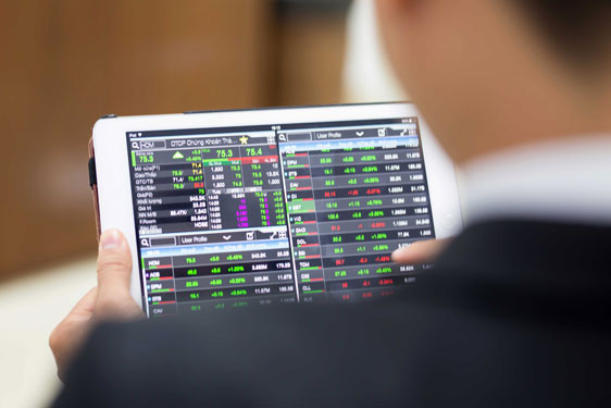 Khối ngoại bán ròng trở 2.220 tỷ đồng trong tuần 14-18/12, gom mạnh CCQ ETF nội