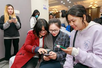 Sinh viên hào hứng tham gia giải đấu chứng khoán giả lập