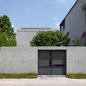 <p> Ngôi nhà 3 tầng dành cho một gia đình có 5 thành viên được xây dựng tại Thanh Trì, Hà Nội.Các kiến trúc sư xác định yếu tố thông gió tự nhiên và che nắng là quan trọng nhất.</p>