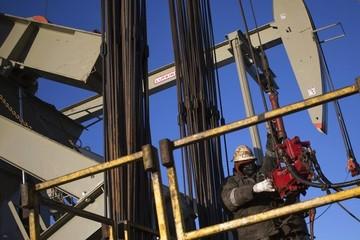 Giá dầu đi lên, có tuần tăng thứ 7 liên tiếp