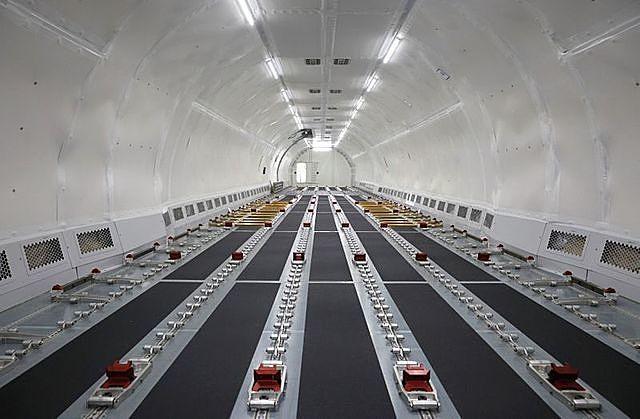 Bên trong một phi cơ Airbus A321 được chuyển đổi thành máy bay chở hàng. Ảnh: Reuters.
