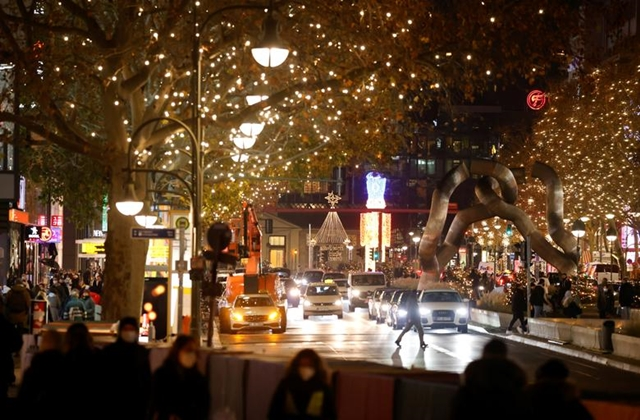 FILE PHOTO: Christmas illuminations are pictured at Tauentzienstrasse shopping boulevard, amid the coronavirus disease (COVID-19) outbreak in Berlin, Germany, December 1, 2020. REUTERS/Fabrizio Bensch/File Photo