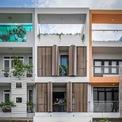 """<p> Ngôi nhà tại huyện Nhà Bè, TP HCM được thiết kế dành cho các thành viên ở nhiều độ tuổi khác nhau gồm ông bà, bố mẹ và các con.<span style=""""color:rgb(0,0,0);"""">Vấn đề an ninh cũng được quan tâm hàng đầu khi ngôi nhà nằm trong khu dân cư đông đúc.</span></p>"""