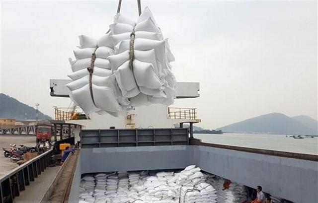 Giá gạo xuất khẩu Việt Nam cao nhất 9 năm do khan hiếm container