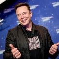 """<p class=""""Normal""""> <strong>Elon Musk</strong></p> <p class=""""Normal""""> Quốc gia: Mỹ</p> <p class=""""Normal""""> Số tiền kiếm được: 110,3 tỷ USD</p> <p class=""""Normal""""> Giá trị tài sản ròng: 136,9 tỷ USD</p> <p class=""""Normal""""> Theo <em>Forbes</em>, Elon Musk là người kiếm được nhiều tiền nhất trong một năm kể từ khi tạp chí này theo dõi tài sản của giới tỷ phú. Cùng với đà tăng cổ phiếu và vốn hóa thị trường của Tesla, Elon Musk được nhận 4 đợt đầu tiên trong gói thưởng 12 đợt mà hãng xe điện này đã đặt ra cho ông. Từ tháng 5, Musk đã được trao quyền chọn cổ phiếu trị giá 27,5 tỷ USD.</p> <p class=""""Normal""""> Bên cạnh Tesla, công ty công nghệ không gian SpaceX của Elon Musk cũng có một năm tạo được nhiều dấu ấn. Sau vòng huy động vốn 1,9 tỷ USD hồi tháng 8, SpaceX đã hoàn thành sứ mệnh lịch sử, đưa 4 phi hành gia NASA lên Trạm vũ trụ Quốc tế. <em>Forbes</em> ước tính cổ phần của Musk tại SpaceX trị giá 20 tỷ USD. (Ảnh: <em>Getty Images</em>)</p>"""