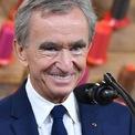 """<p class=""""Normal""""> <strong>Bernard Arnault</strong></p> <p class=""""Normal""""> Quốc gia: Pháp</p> <p class=""""Normal""""> Số tiền kiếm được: 35 tỷ USD</p> <p class=""""Normal""""> Giá trị tài sản ròng: 146,3 tỷ USD</p> <p class=""""Normal""""> Ngay cả trong một năm nhiều khó khăn đối với tập đoàn hàng xa xỉ Pháp, tài sản của Arnault vẫn tăng hơn 30%. LVMH đã nhanh chóng từ bỏ kế hoạch mua lại Tiffany khi đại dịch xảy ra. Sức mua hàng xa xỉ nhìn chung vẫn giảm nhưng LVMH khiến nhiều nhà đầu tư bất ngờ vào mùa thu năm nay khi cho biết doanh số bán túi xách Louis Vuitton và Dior tăng mạnh, đặc biệt là tại các quốc gia như Hàn Quốc và Trung Quốc.<span>(Ảnh:</span><em>Getty Images</em><span>)</span></p>"""