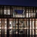 <p> Triết lý kiến trúc này không chỉ là tạo ra hình thức và không gian mà còn kết nối phong cách sống của con người với thiên nhiên.</p>