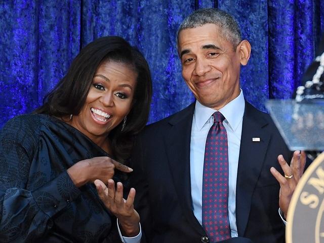 Vợ chồng ông Obama kiếm được bao nhiêu tiền từ khi rời Nhà Trắng