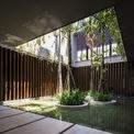 <p> Thiết kế này không chỉ phản ánh văn hóa của một gia đình Việt Nam hiện đại mà còn thích ứng với thời tiết nhiệt đới, bảo vệ chủ thể khỏi những bất lợi.</p>