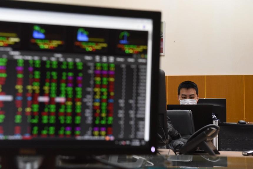 Khối lượng giao dịch trên HoSE tiếp tục lập kỷ lục, VN-Index duy trì sắc xanh