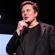 Elon Musk tiết lộ từng định bán Tesla cho Apple nhưng CEO Tim Cook còn chẳng buồn gặp