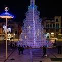 <p> Một cây thông khổng lồ ở Piazza Matteotti, Ruvo di Puglia, Italia. Ảnh: <em>Getty Images</em></p>