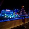 """<p class=""""Normal""""> Một ngôi nhà trang trí đón Giáng sinh ở khu vực Hastings Ranch, thành phố Pasadena, bang California, Mỹ, ngày 22/12.</p>"""