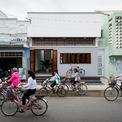 <p> Vùng duyên hải Nam Trung Bộ từ lâu đã được định hình bởi những ngôi nhà một tầng, đơn sơ nhưng quyến rũ. Nhóm thiết kế đã nhận cải tạo một ngôi nhà ở Bình Thuận của tổ tiên từ những năm 1960, diện tích 96 m2 dù biết rằng có thách thức lớn.</p>