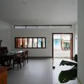 <p> Các kiến trúc sư đã tổ chức lại các không gian bên trong, cũng như đơn giản hóa chức năng ngôi nhà. Nhìn chung, ngôi nhà được chia theo quy tắc một phần ba, tách biệt giữa truyền thống và hiện đại.</p>