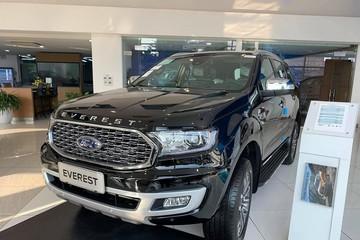 Ford Everest mới giảm giá gần 100 triệu đồng