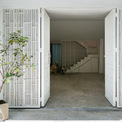 <p> Hiện trạng khu đất có diện tích 4 x18 m, nhà cao 4 tầng, được xây dựng cách đây 15 năm với phong cách nhà ống hẹp rất đặc trưng của Việt Nam. Hệ thống cầu thang chia ngôi nhà thành 2 phần: phía trước và phía sau với các chức năng khác nhau.</p>
