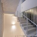 <p> Các kiến trúc sư khai thác tối đa các khung cửa thông thoáng ở mặt tiền mang nhiều ánh sáng tự nhiên vào nhà.</p>